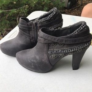 Not rated booties. Size 9.5. Worn once